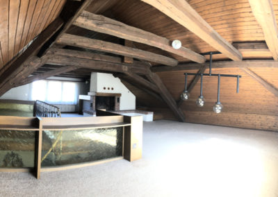 Dachgeschoss mit Cheminée